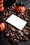 万圣夜南瓜装饰用咖啡豆 免版税库存照片
