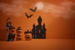 万圣夜在橙色背景的南瓜起重器o灯笼 愉快的万圣节 库存照片