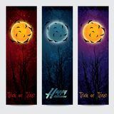 万圣夜垂直的横幅设置与月亮 库存照片
