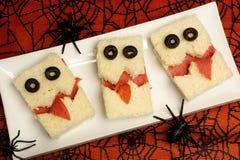 万圣夜妖怪三明治有spiderweb背景 库存图片