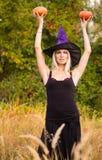 万圣夜服装实践的瑜伽的妇女 库存照片