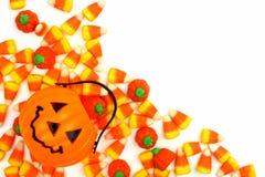 万圣夜杰克o灯笼与糖果角落边界的糖果持有人 图库摄影