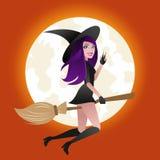 万圣夜概念,在笤帚的性感的巫婆飞行在满月光背景 库存照片