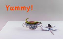 万圣夜菜单南瓜汤用ffresh胡椒和莳萝 免版税库存照片