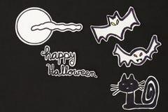 万圣夜装饰猫、棒、月亮、clound和愉快的Hallowe 库存照片