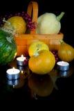 万圣夜装饰:小组成熟pumpkinies 免版税库存图片