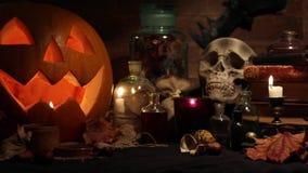 万圣夜静物画用南瓜和头骨 影视素材