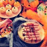 万圣夜食物,例如可怕手指和糖果 免版税库存照片