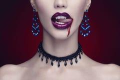 万圣夜,美丽的妇女,吸血鬼 库存照片