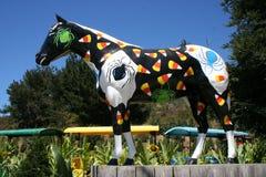 万圣夜绘了马,绘用糖味玉米和蜘蛛,莱莫斯农场,加州 免版税库存图片