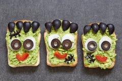 万圣夜绿色妖怪三明治 免版税库存图片