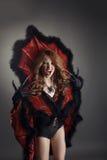 万圣节 当蜘蛛女王/王后打扮的叫喊的女孩 免版税图库摄影