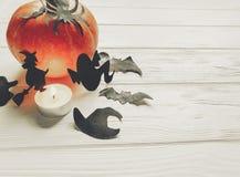 万圣节 愉快的万圣夜概念 与巫婆鬼魂棒的南瓜 库存照片