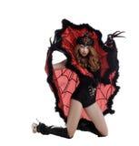 万圣节 摆在当蜘蛛女王/王后的美丽的女孩 库存照片