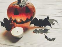 万圣节 顶起与巫婆鬼魂棒和蜘蛛的灯笼南瓜 免版税库存照片