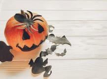 万圣节 顶起与巫婆鬼魂棒和蜘蛛的灯笼南瓜 库存图片