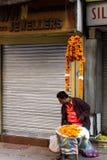 万寿菊卖主在德里,印度 免版税图库摄影