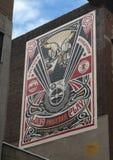 `万岁Philly DJs `壁画在Shepard Fairey,墙壁上的艺术节目,费城,宾夕法尼亚旁边 免版税图库摄影