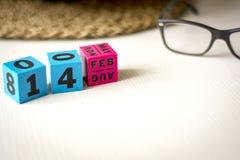 万年历在日期设置了2月14日 免版税库存照片