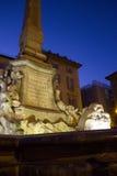 万神殿和它的方尖碑的喷泉 图库摄影