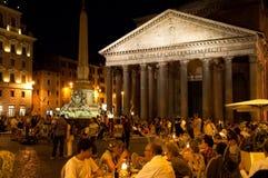 万神殿在2013年8月8日的晚上在罗马,意大利。 免版税库存照片