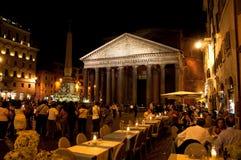 万神殿在2013年8月8日的晚上在罗马,意大利。 免版税图库摄影