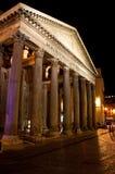 万神殿在2013年8月8日的晚上在罗马,意大利。 库存照片