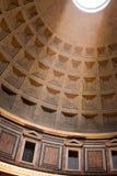 万神殿天花板在罗马 库存图片