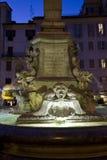 万神殿的喷泉在罗马 免版税图库摄影