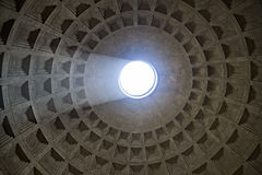 万神殿的圆顶在罗马,意大利 免版税库存照片