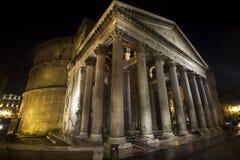 万神殿,历史建筑在罗马,意大利-夜 库存照片