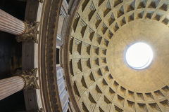 万神殿-令人惊讶的罗马,意大利圆顶  免版税库存照片