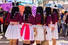 万象首都,老挝- 2017年11月:穿Hmong传统衣裳的Hmong女孩在Hmong新年庆祝时  图库摄影