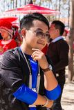 万象首都,老挝- 2017年11月:穿Hmong传统衣裳的Hmong男孩在Hmong新年庆祝时  图库摄影