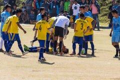 万象首都,老挝- 2017年11月25日:在沥青伤害的足球运动员在Hmong新年庆祝期间比赛我 库存图片
