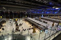 素万那普机场离开大厅,国际终端 曼谷 泰国 免版税图库摄影