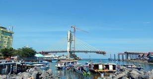万鸦老港口和桥梁underconstruction 库存图片