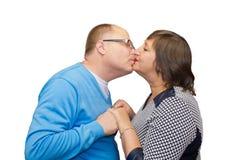 丈夫亲吻他的妻子 免版税库存图片