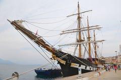 三上了船桅Palinuro,一历史的意大利海军训练barquentine,停泊在加埃塔口岸 库存图片