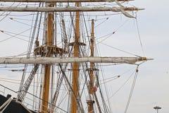 三上了船桅Palinuro,一历史的意大利海军训练barquentine,停泊在加埃塔口岸 免版税库存图片