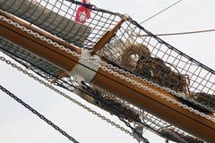 三上了船桅Palinuro,一历史的意大利海军训练barquentine,停泊在加埃塔口岸 免版税库存照片