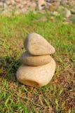 三与完善的平衡的石头 库存照片