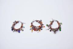 三个五颜六色的幸运的魅力皮革镯子 免版税库存图片