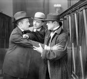 三个人争论互相(所有人被描述不更长生存,并且庄园不存在 供应商保单ther 图库摄影