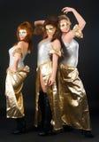 三个俏丽女孩跳舞 免版税库存图片