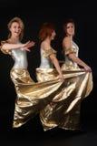 三个俏丽女孩跳舞 库存照片
