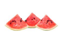 三个切片特写镜头成熟西瓜,隔绝在白色背景 西瓜黏浆状物质是包含微小的种子 免版税库存照片