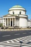 三个十字架的St Alexander's教会在华沙,波兰摆正 免版税库存图片