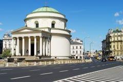 三个十字架的St Alexander's教会在华沙,波兰摆正 免版税库存照片
