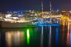 三个城市如被看见从瓦莱塔在晚上,马耳他 免版税图库摄影